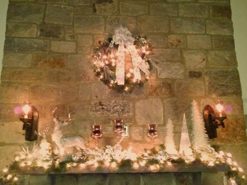 holiday mantel 8x6